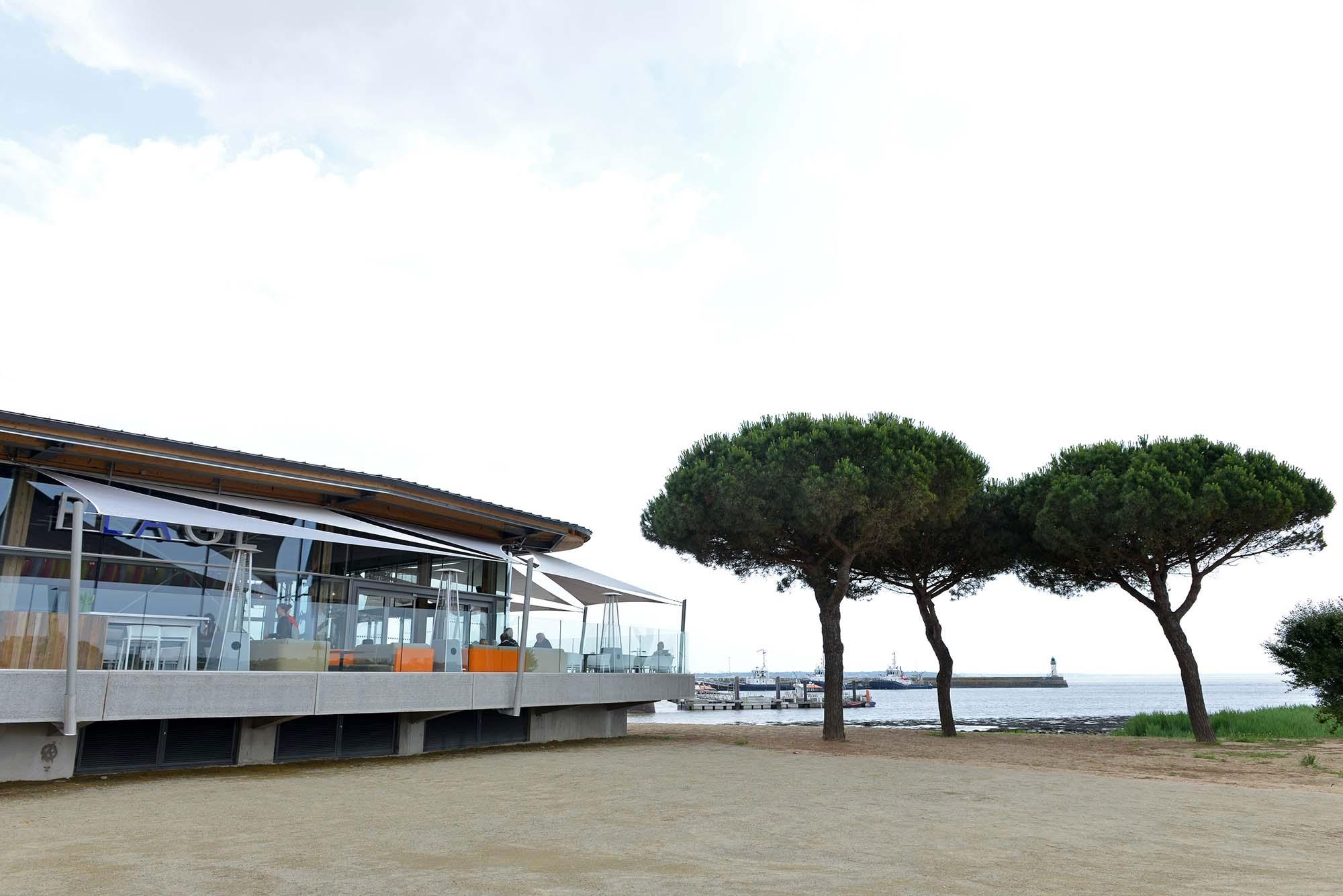 La terrasse avec vue panoramique du restaurant La plage.
