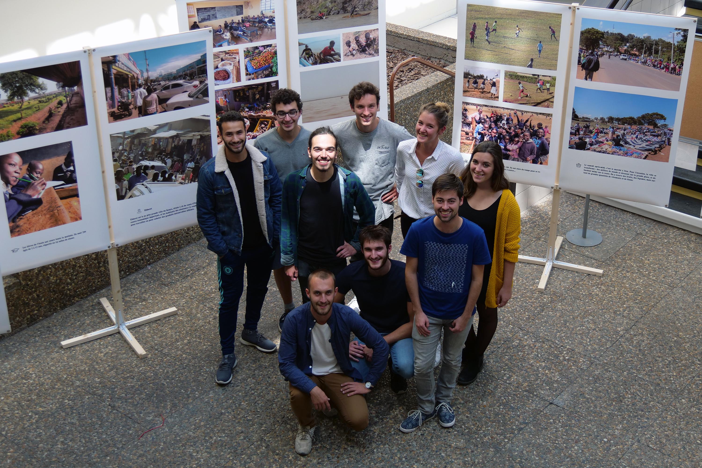 De retour du Kenya, les étudiants de Polytech solidaire exposent les photos de leur voyage et de leur projet avec une école d'Iten. (©Ville de Saint-Nazaire)