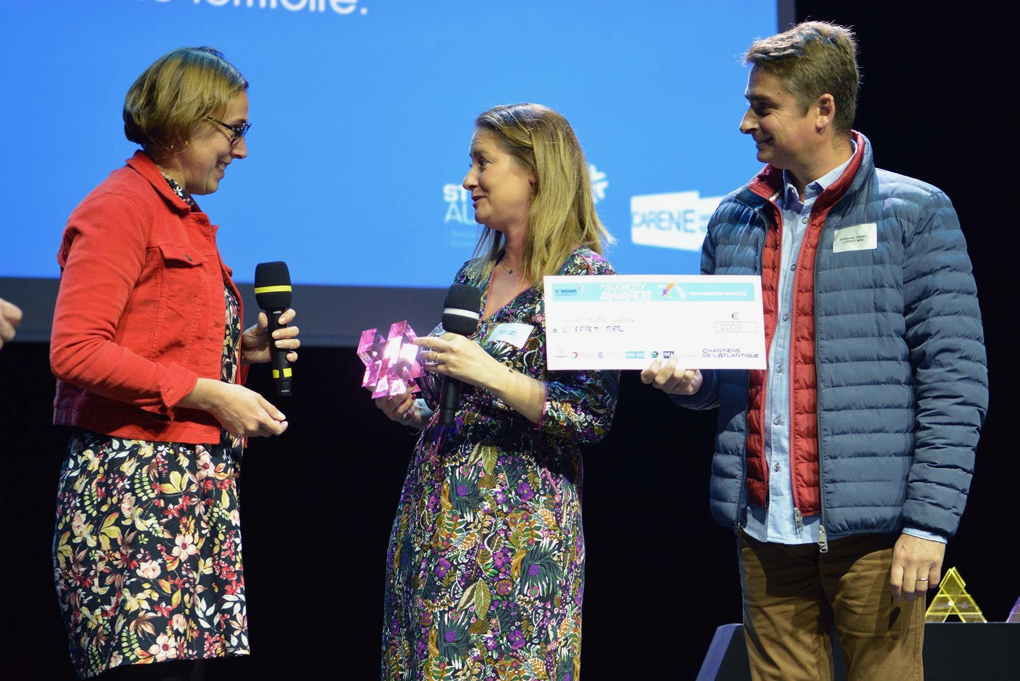 Le trophée Services innovants a été remis par remis par Laëtitia Guilloton des Chantiers de l'Atlantique.