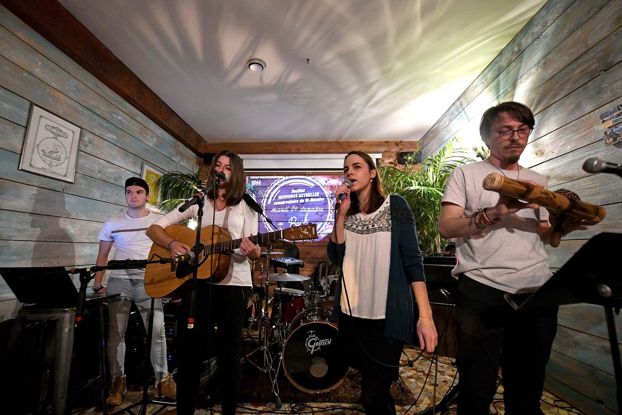Le groupe Skyline formé il y a quelques semaines à l'espace jeunesse La Source. © Martin Launay - Ville de Saint-Nazaire.