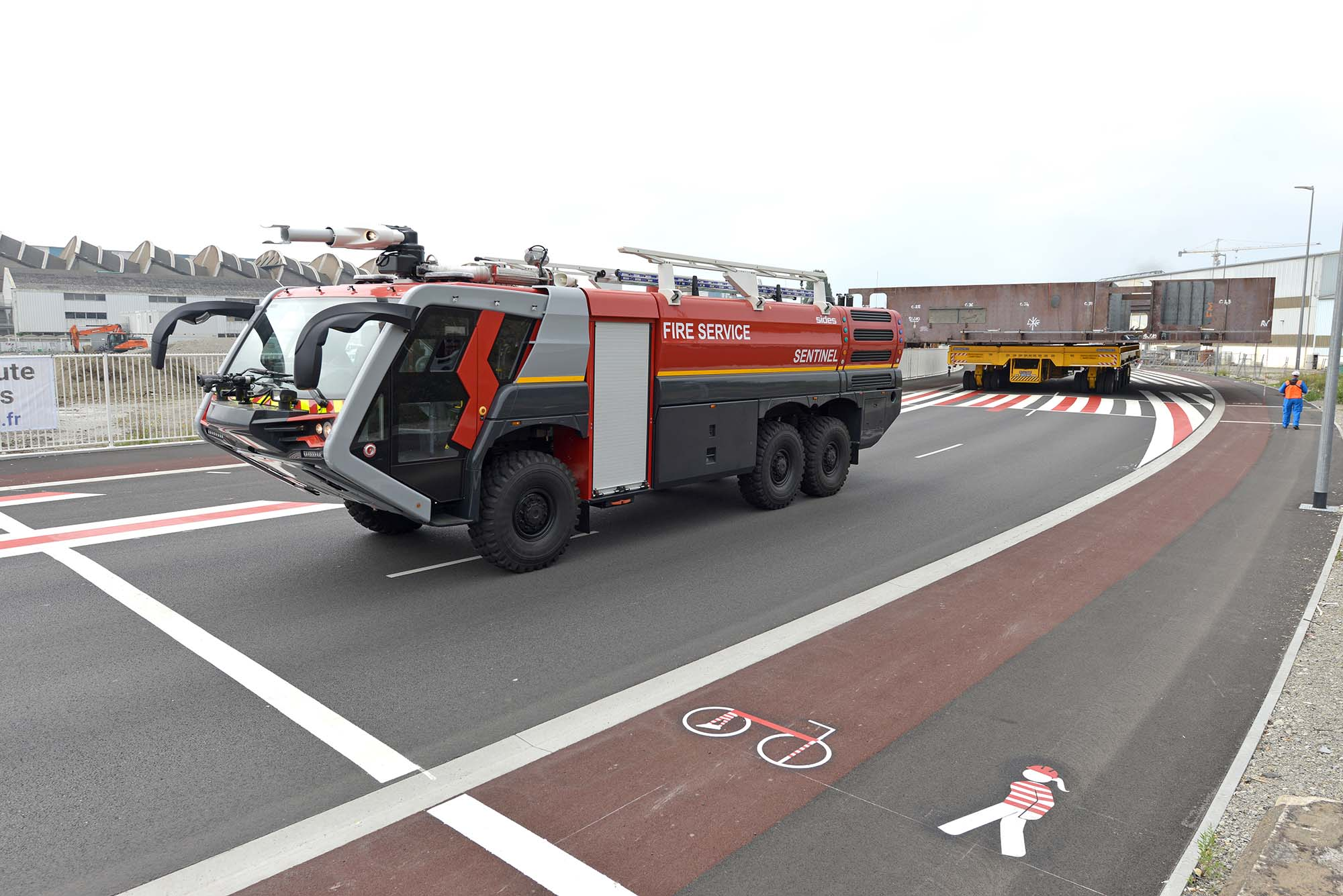 Camion Sentinel anti-incendie intervenant sur les aéroports (©Ville de Saint-Nazaire - Martin Launay)